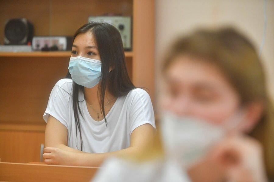 В учебных заведениях студентов обяжут носить маски