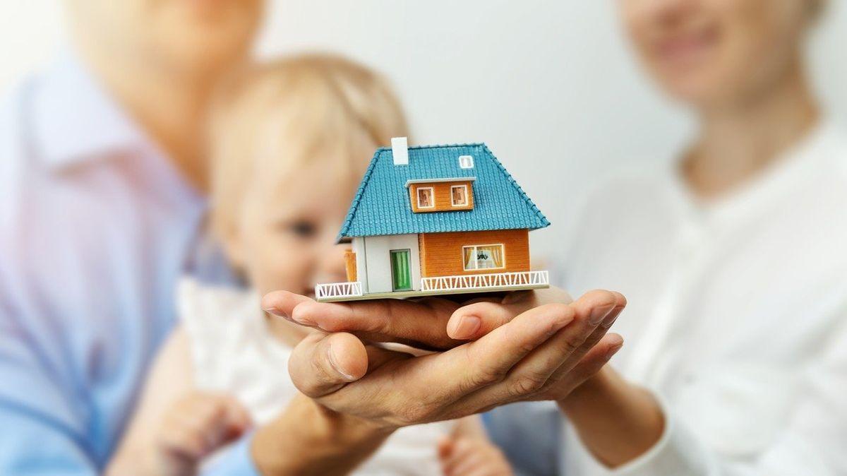 Российские семьи начнут получать повышенный материнский капитал