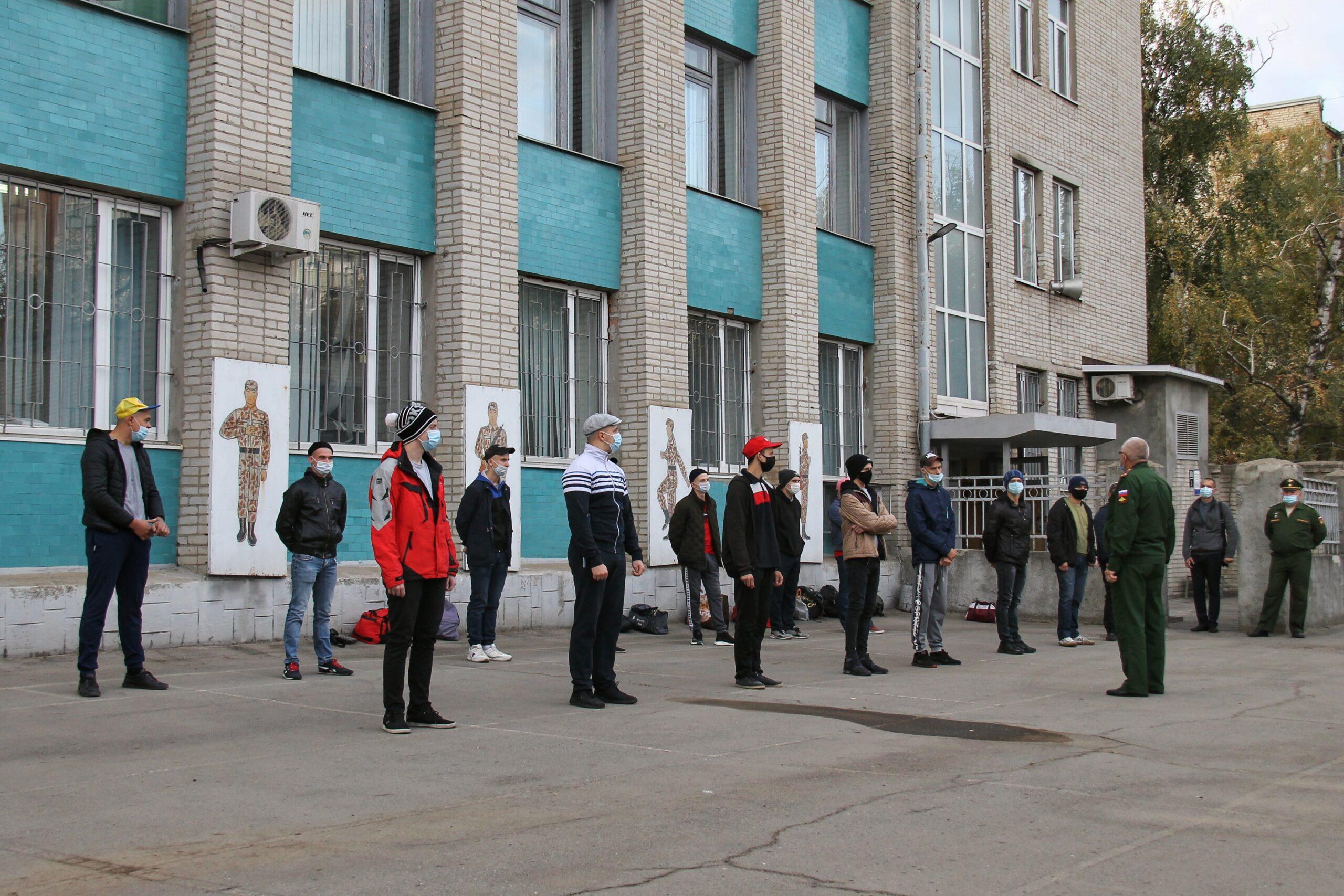 Первые призывники из Азова отправились в армию