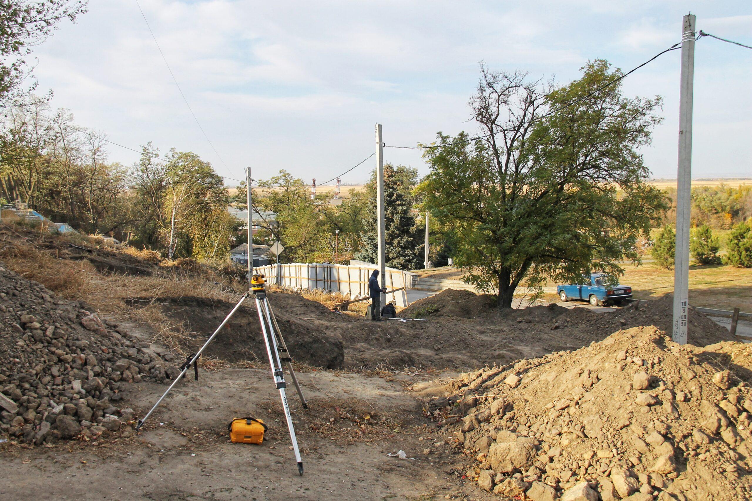 О благоустройстве : на набережной в Азове ведутся раскопки