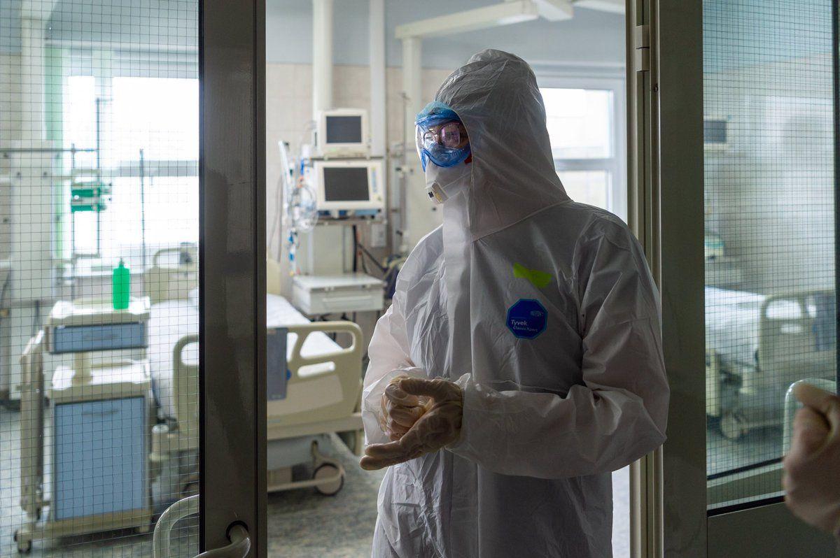 Инфекционист спрогнозировал спад заболеваемости COVID-19 к концу апреля