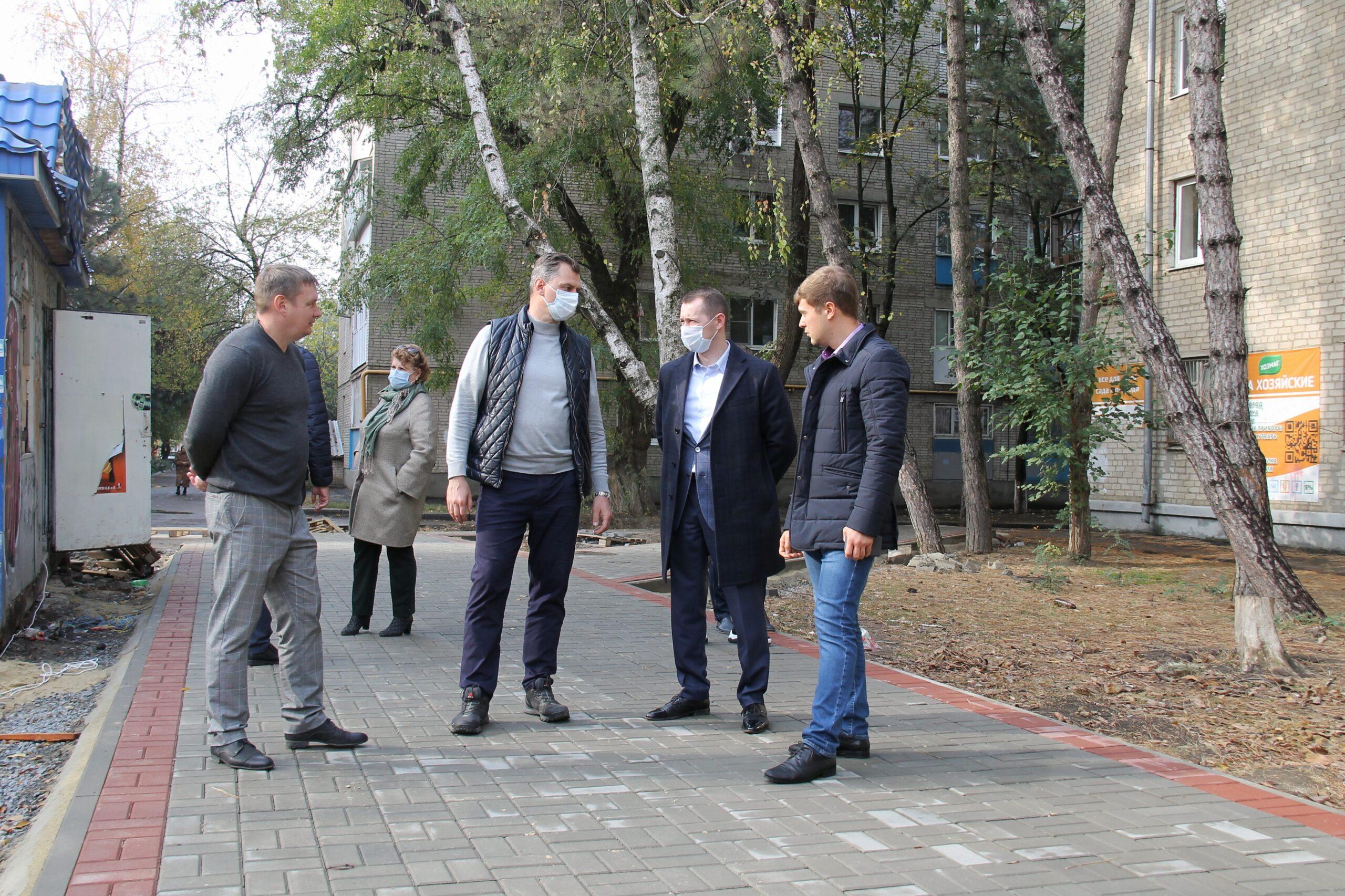 Завершаются работы по благоустройству сквера «Энергетиков» в Азове