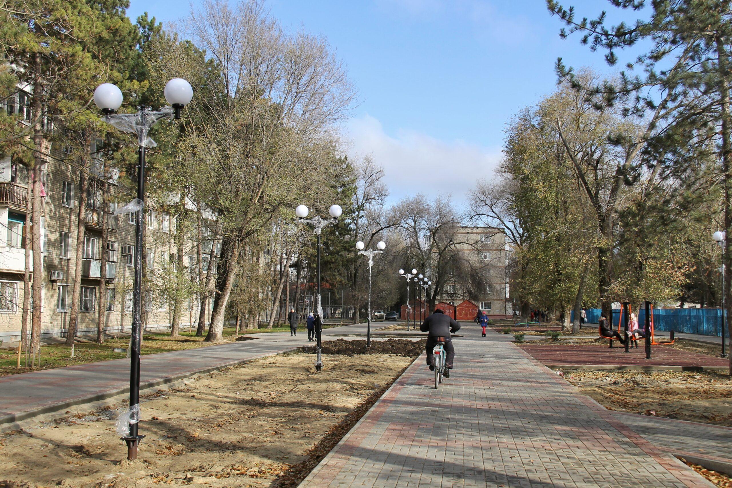 На финишной прямой: завершаются работы в сквере «Энергетиков» в Азове