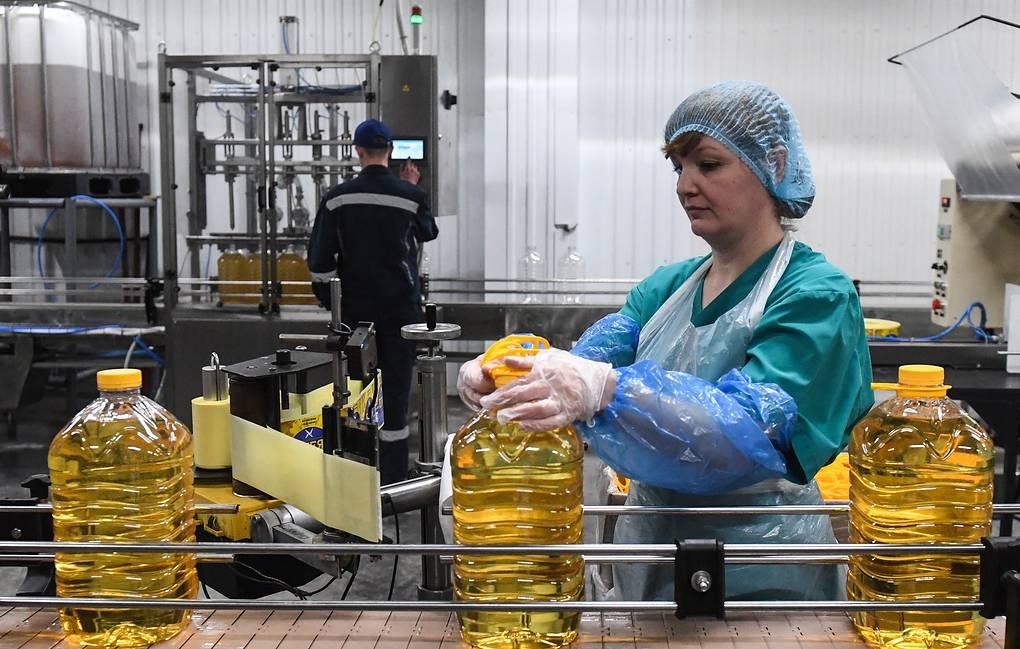 Правительство продлило соглашения по ценам на подсолнечное масло и сахар