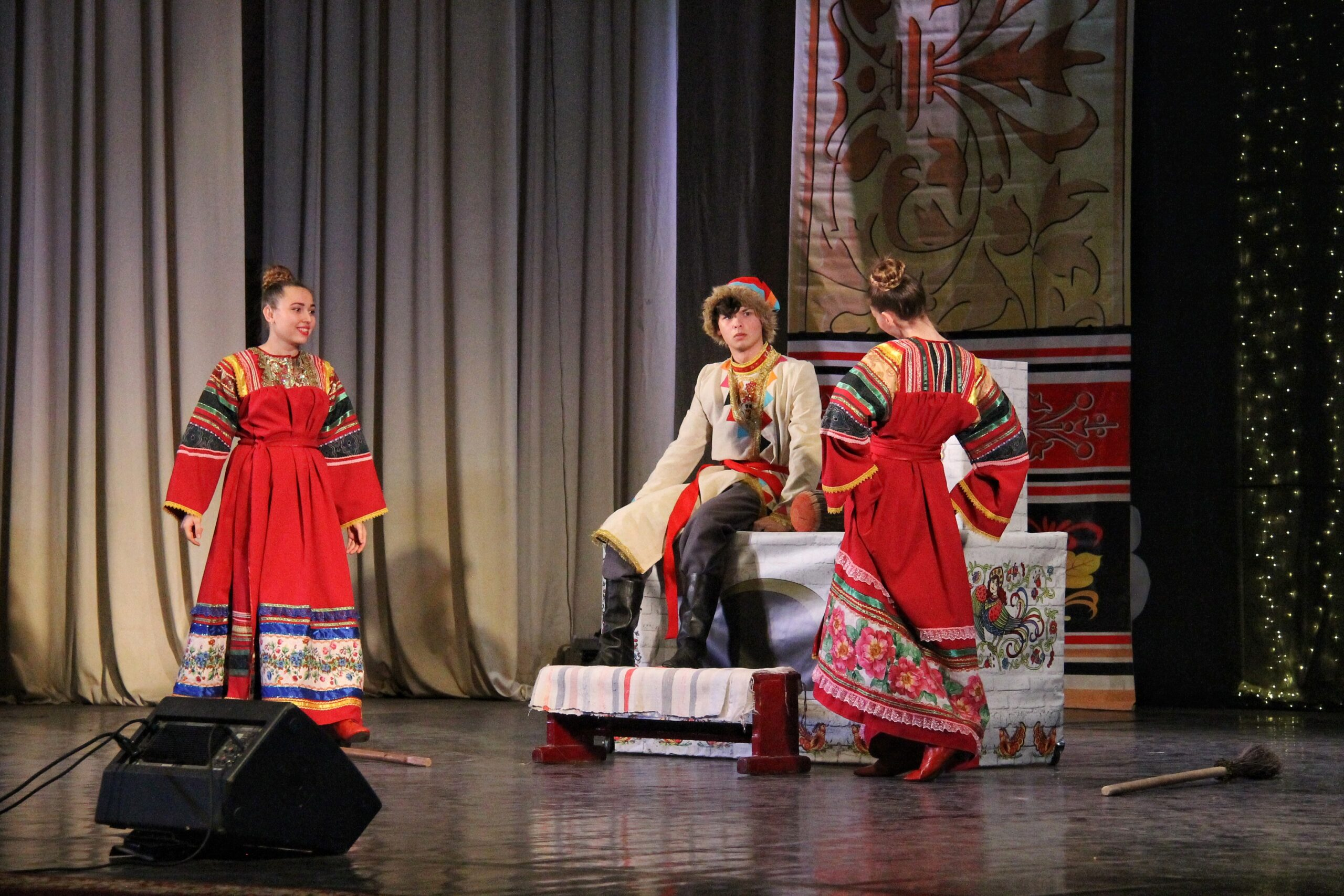 В Азове состоялась премьера спектакля «Емелькины сны» на жестовом языке