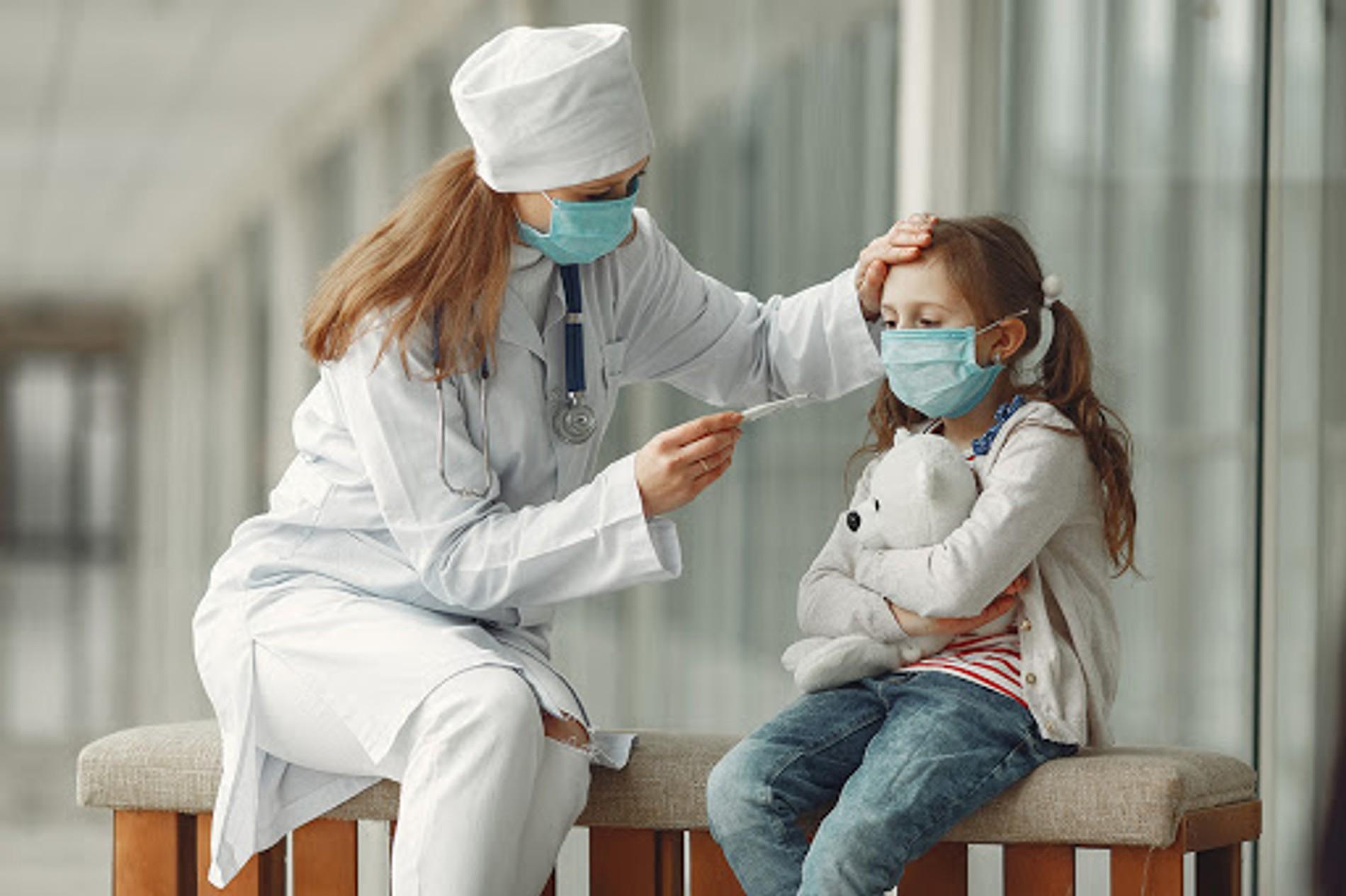Ученые назвали главный признак тяжелого COVID-19 у детей