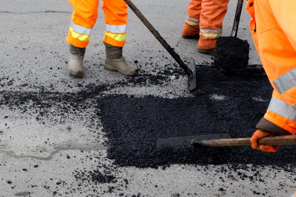 В Ростовской области введут систему «Светофор» по ремонту ям на дорогах