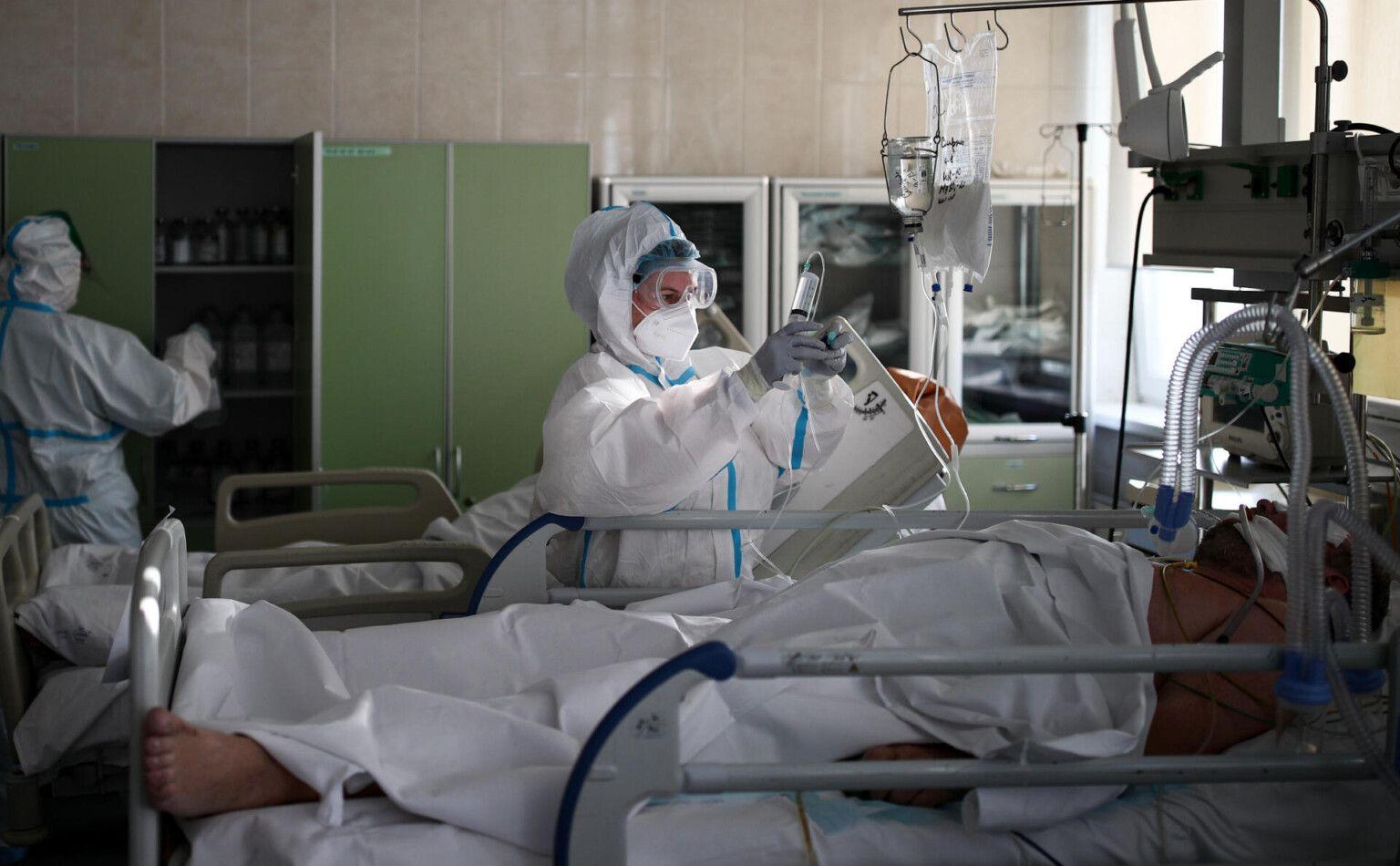 В России за сутки выявили менее 9 тысяч заразившихся COVID-19