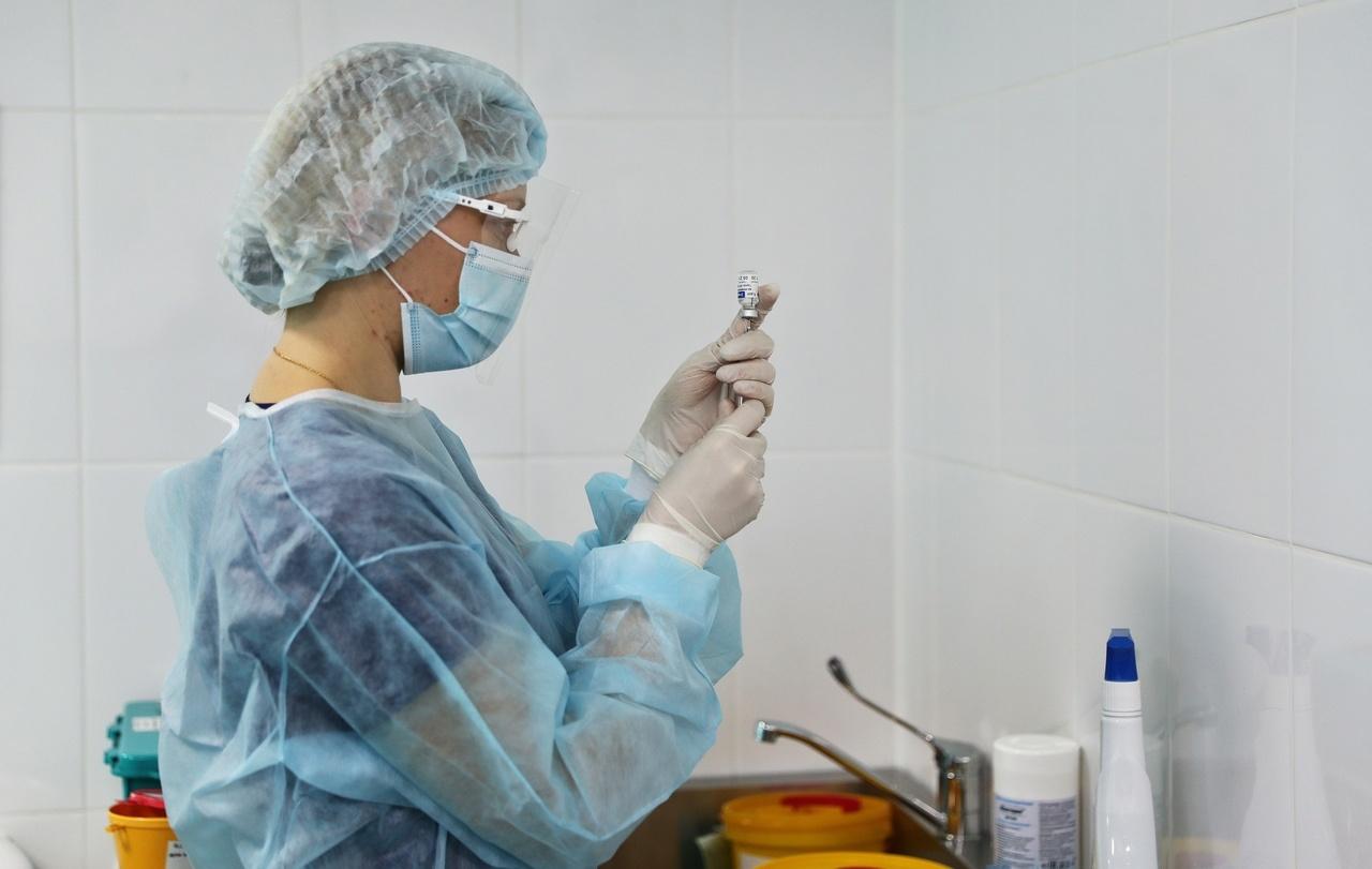 Роспотребнадзор дал рекомендации по поведению после прививки