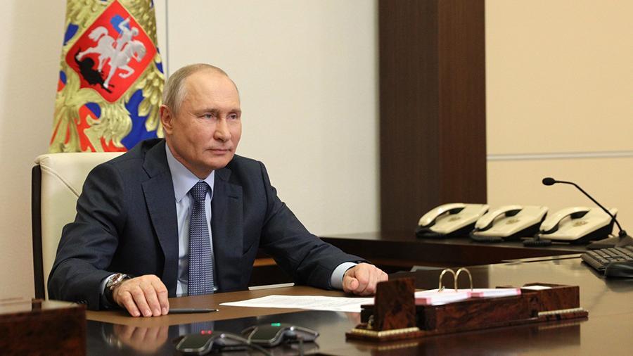 Путин анонсировал введение единого базового оклада для медработников в России