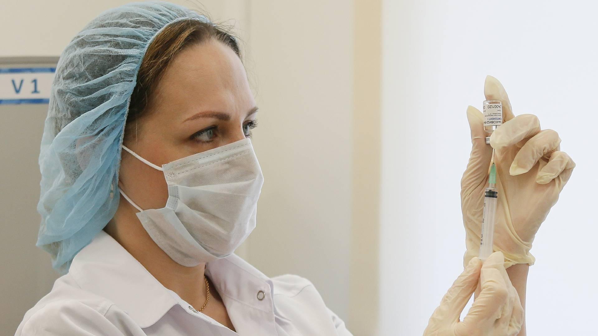 Врачи назвали четыре основных симптома коронавируса у вакцинированных
