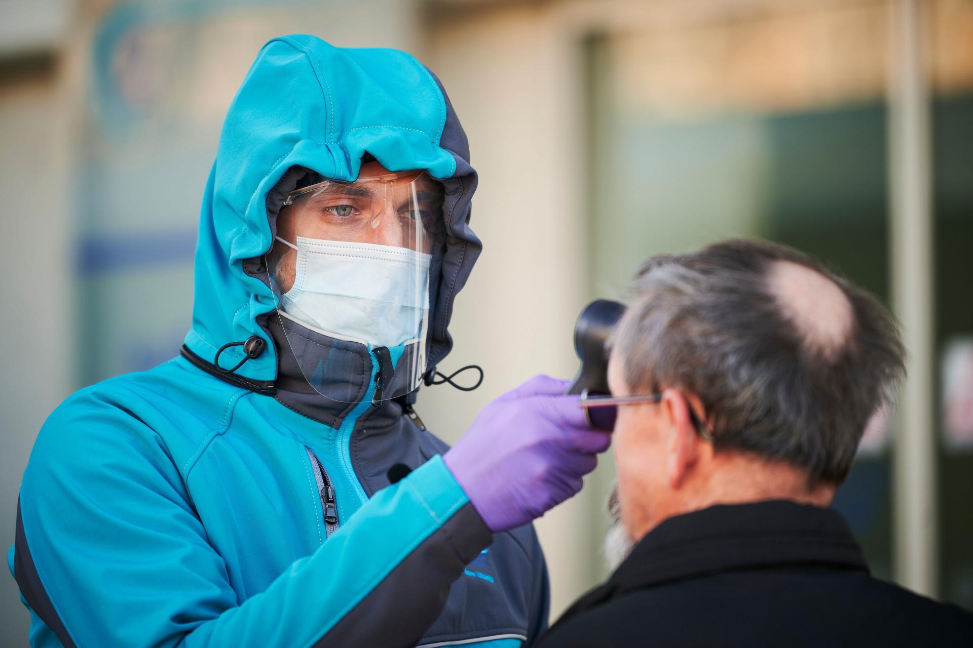 Инфекционист предупредила о быстром переходе легкого COVID-19 в тяжелую форму