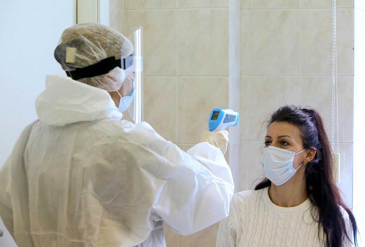 Инфекционист оценил шансы заболеть COVID-19 в третий раз
