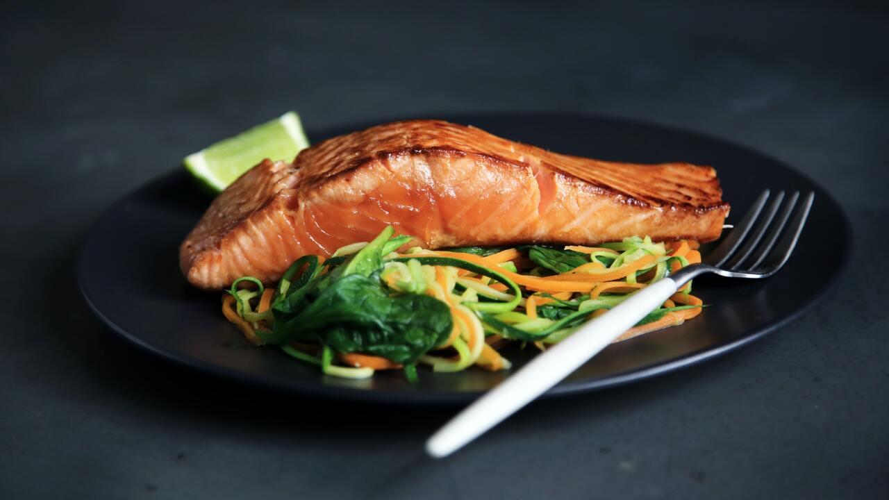 Диетолог Минздрава посоветовал пациентам с COVID-19 заменить мясо рыбой