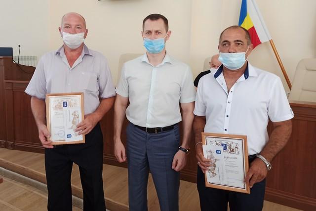 В Азове наградили водителей, которые помогли в поимке преступника