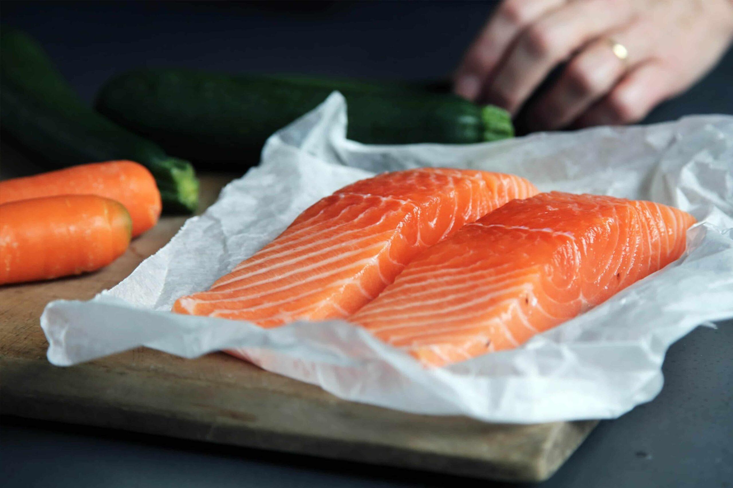 Ученые заявили о снижении головных болей при употреблении жирной рыбы