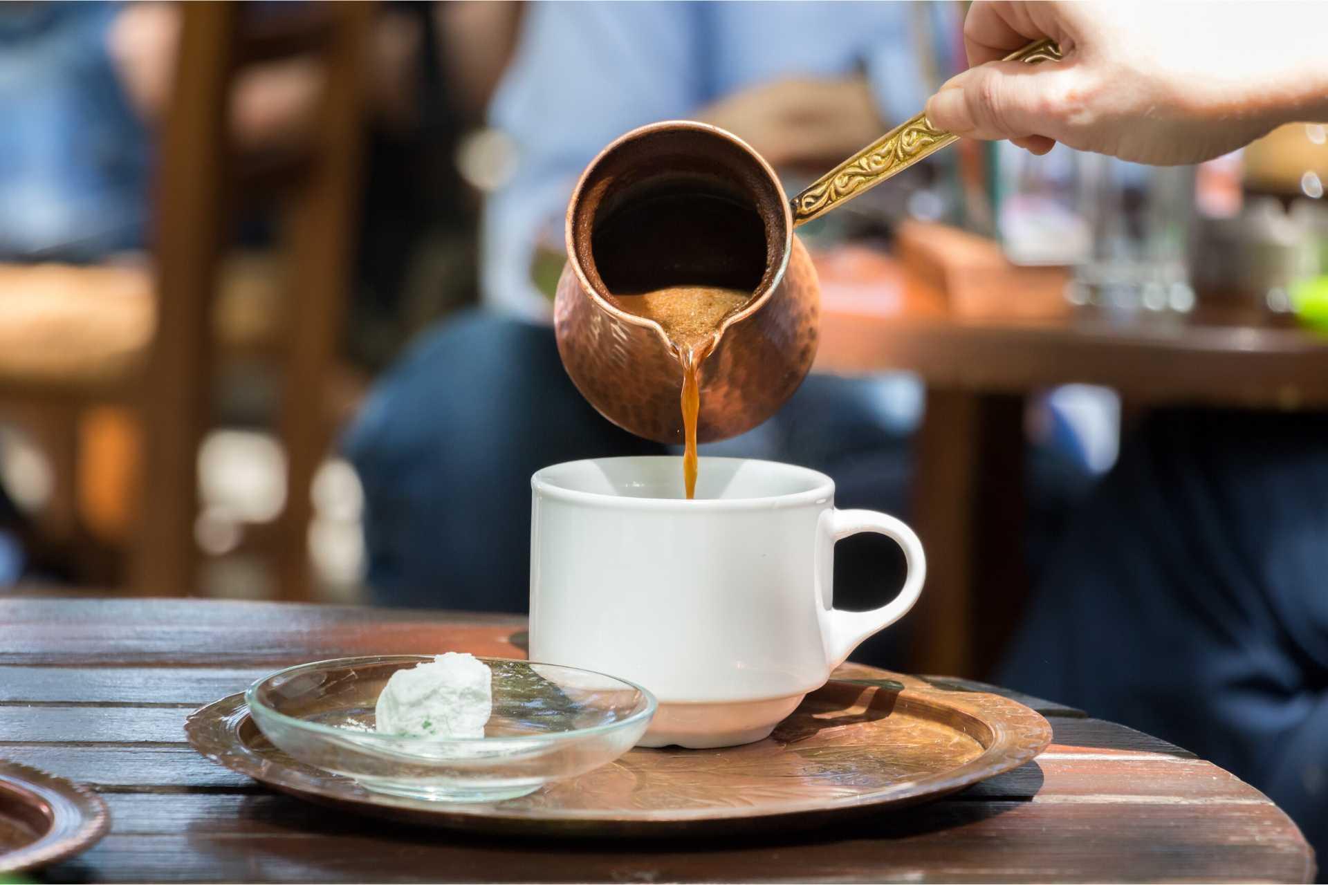 Ученые опровергли связь между потреблением кофе и болезнями сердца