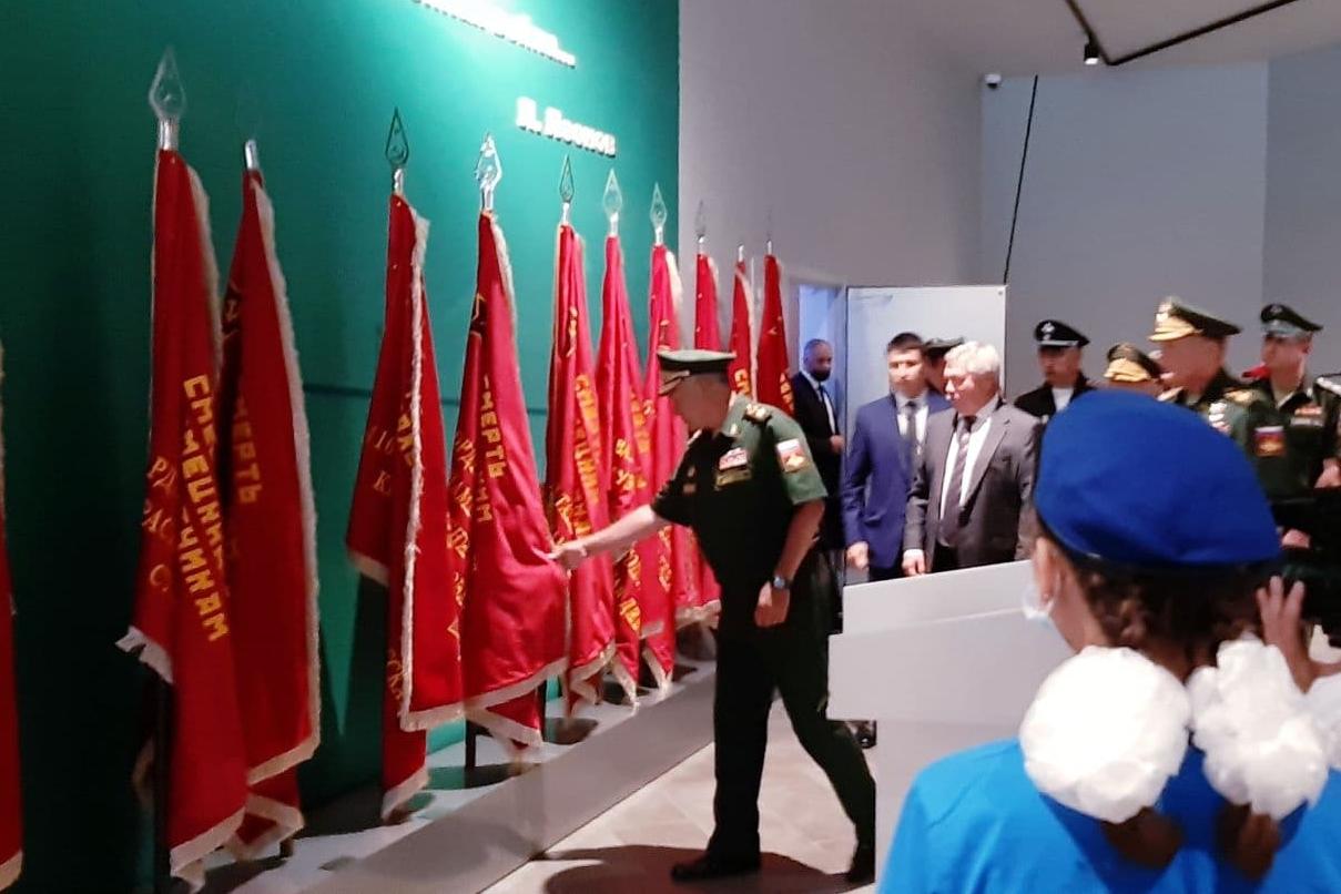 Василий Голубев и Сергей Шойгу посетили «Самбекские высоты»