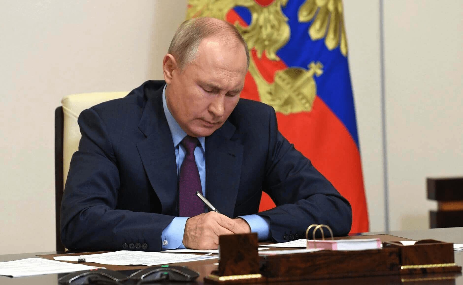 Путин подписал указы о единовременной выплате военным и правоохранителям