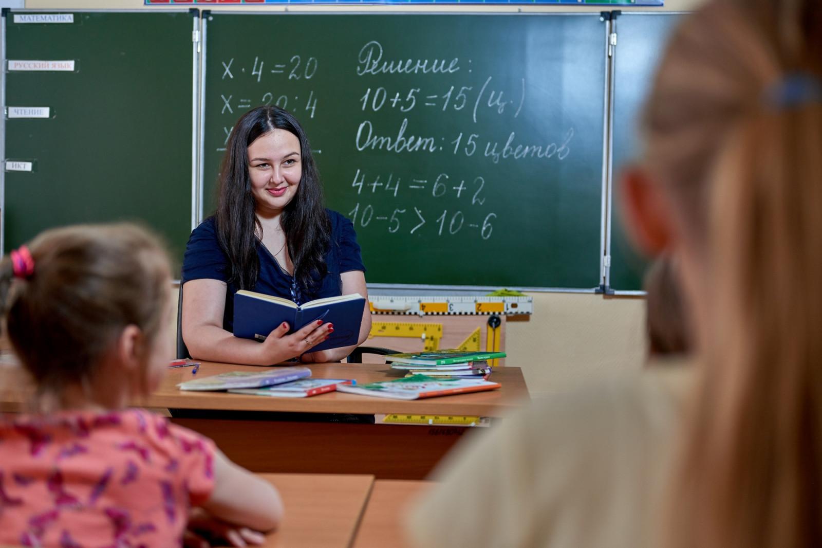 28 учителей донского региона получат федеральные и областные премии