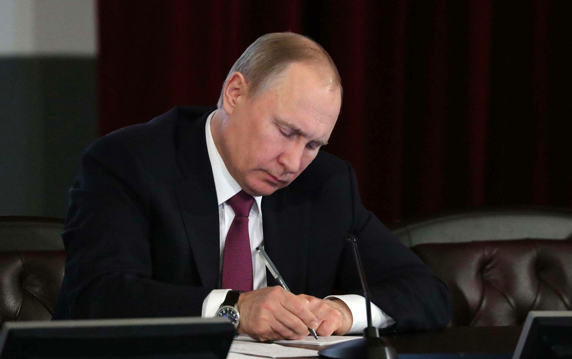 Путин подписал указ о выплатах пенсионерам по 10 тыс. руб.
