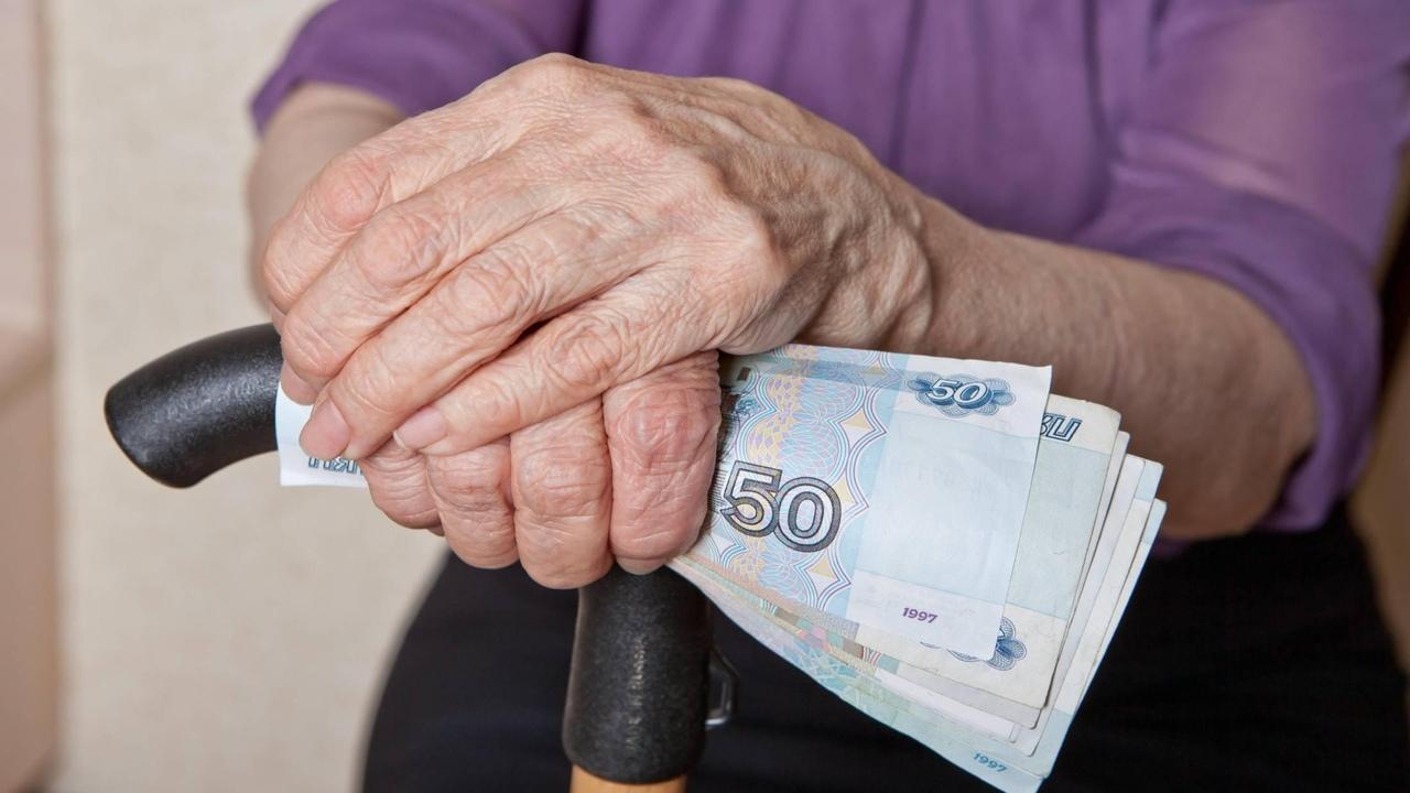 В ПФР объяснили, кто получит единовременные выплаты пенсионерам в 10 тысяч рублей