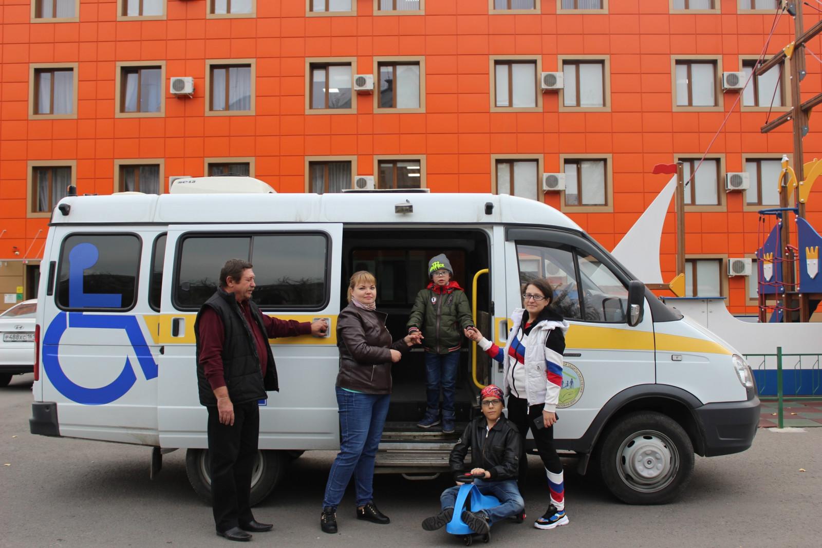 До конца года во всех городах и районах Ростовской области будет работать социальное такси