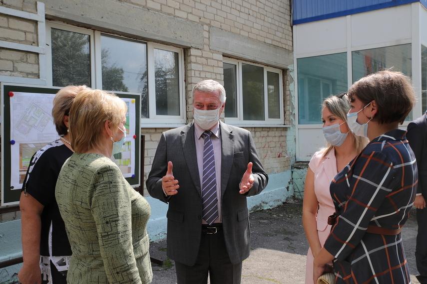 Василий Голубев проверил готовность школ Дона к учебному году