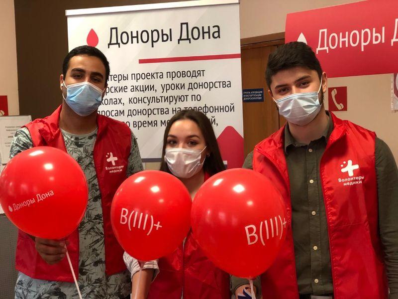Вакцинированные жители Ростовской области сдают кровь для плазмы с антителами к COVID-19