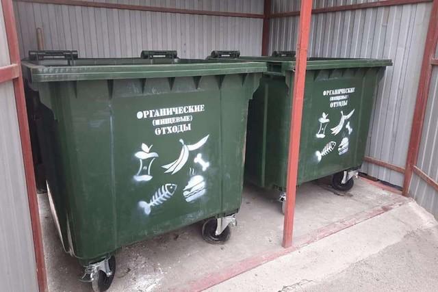 В Азове заменили мусорные контейнеры