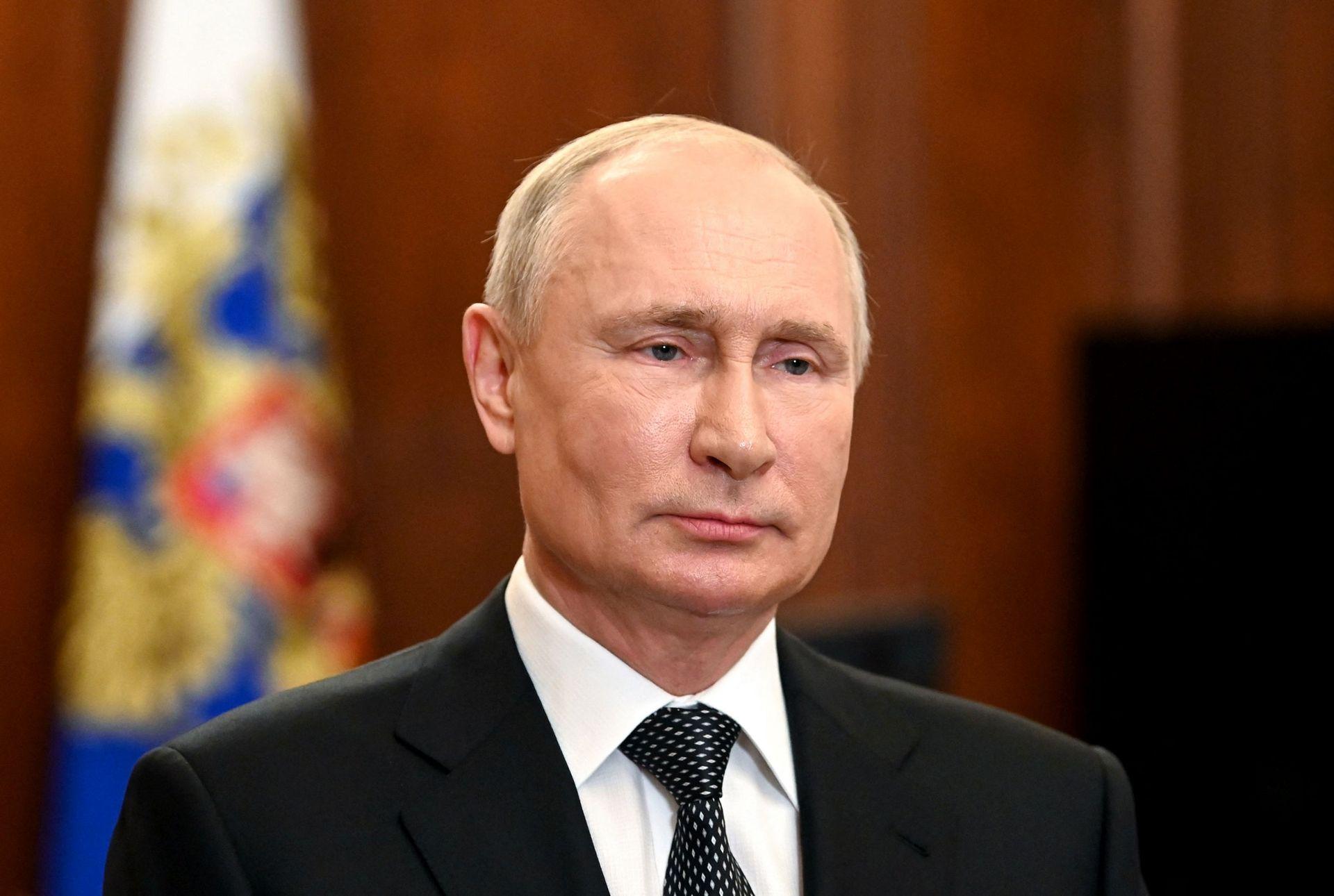 Путин предложил выплатить пенсионерам по 10 тысяч рублей