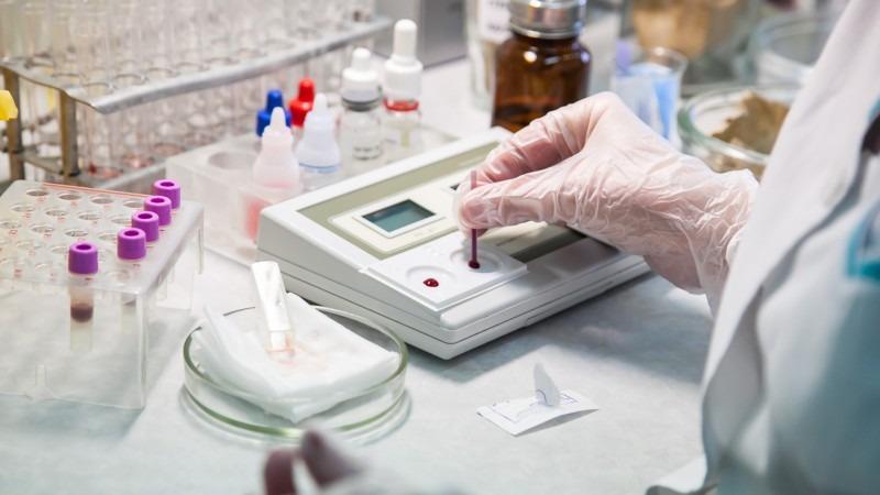 Врач-инфекционист назвал список анализов после COVID-19