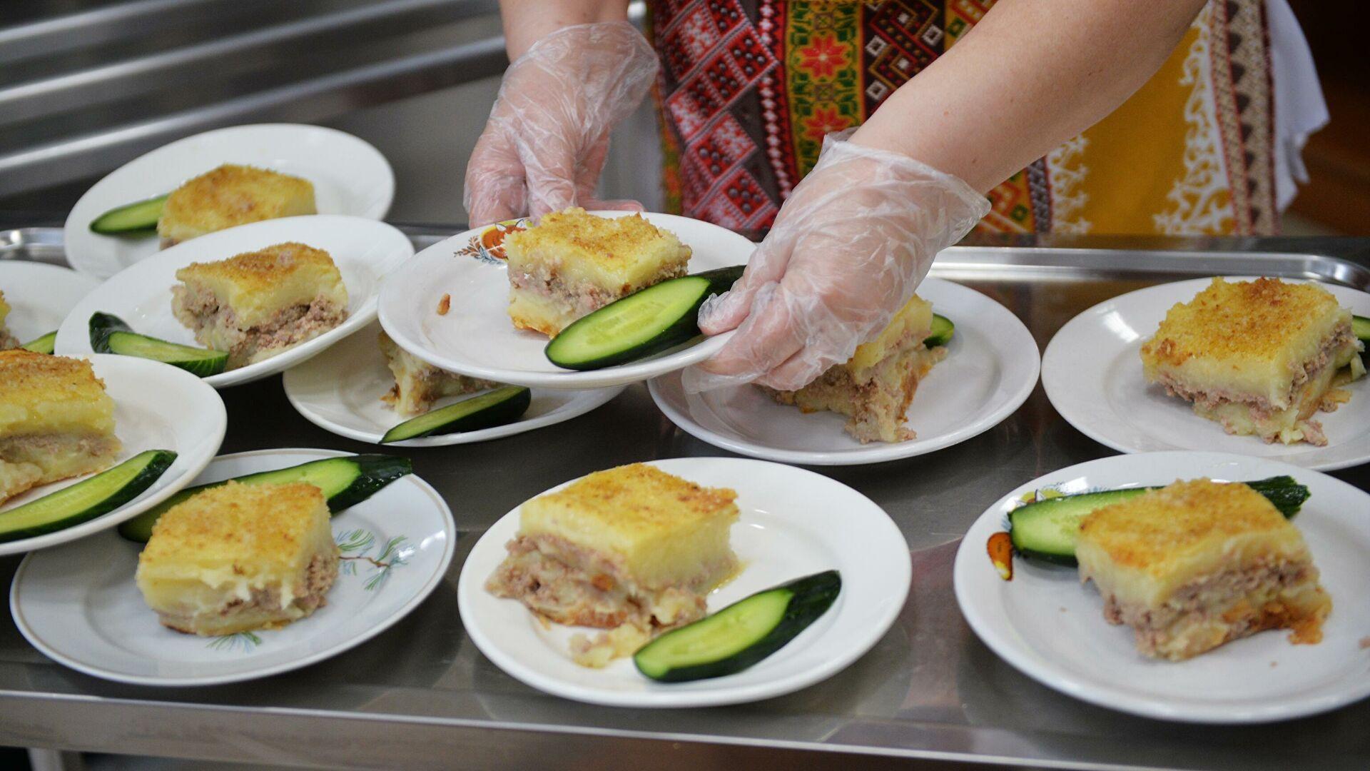 Роспотребнадзор запретил в школах макароны по-флотски, блины и колбасу