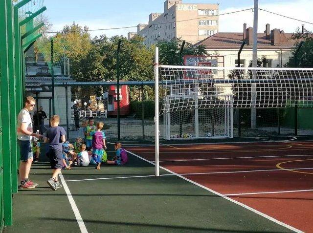 В Азове открыли еще одну многофункциональную спортплощадку