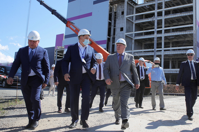 Губернатор посетил стройплощадку одного из самых крупных заводов в России