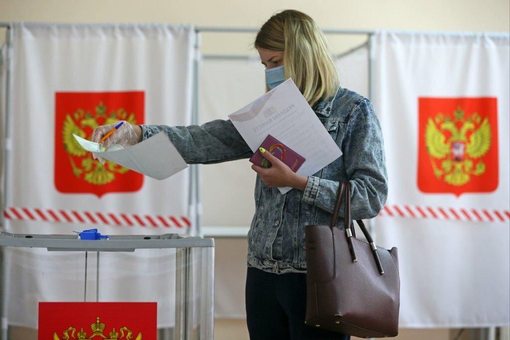 В России открылись первые избирательные участки