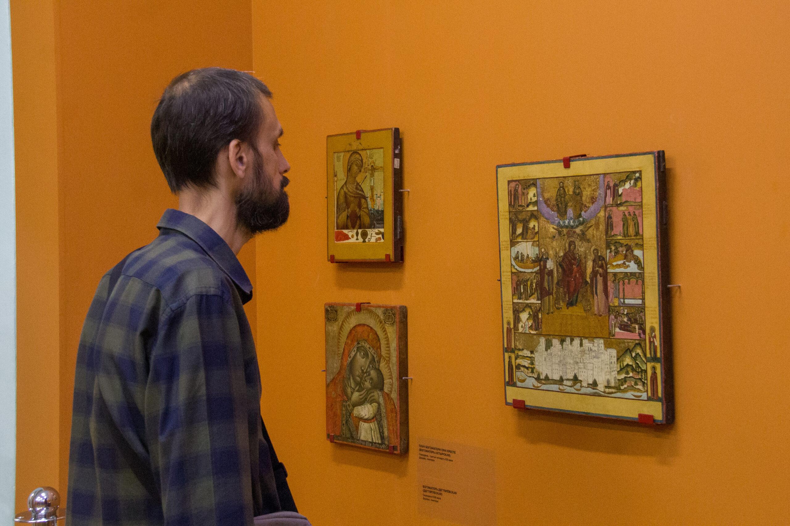 В Азовском музее открылась выставка «Небесная Покровительница»