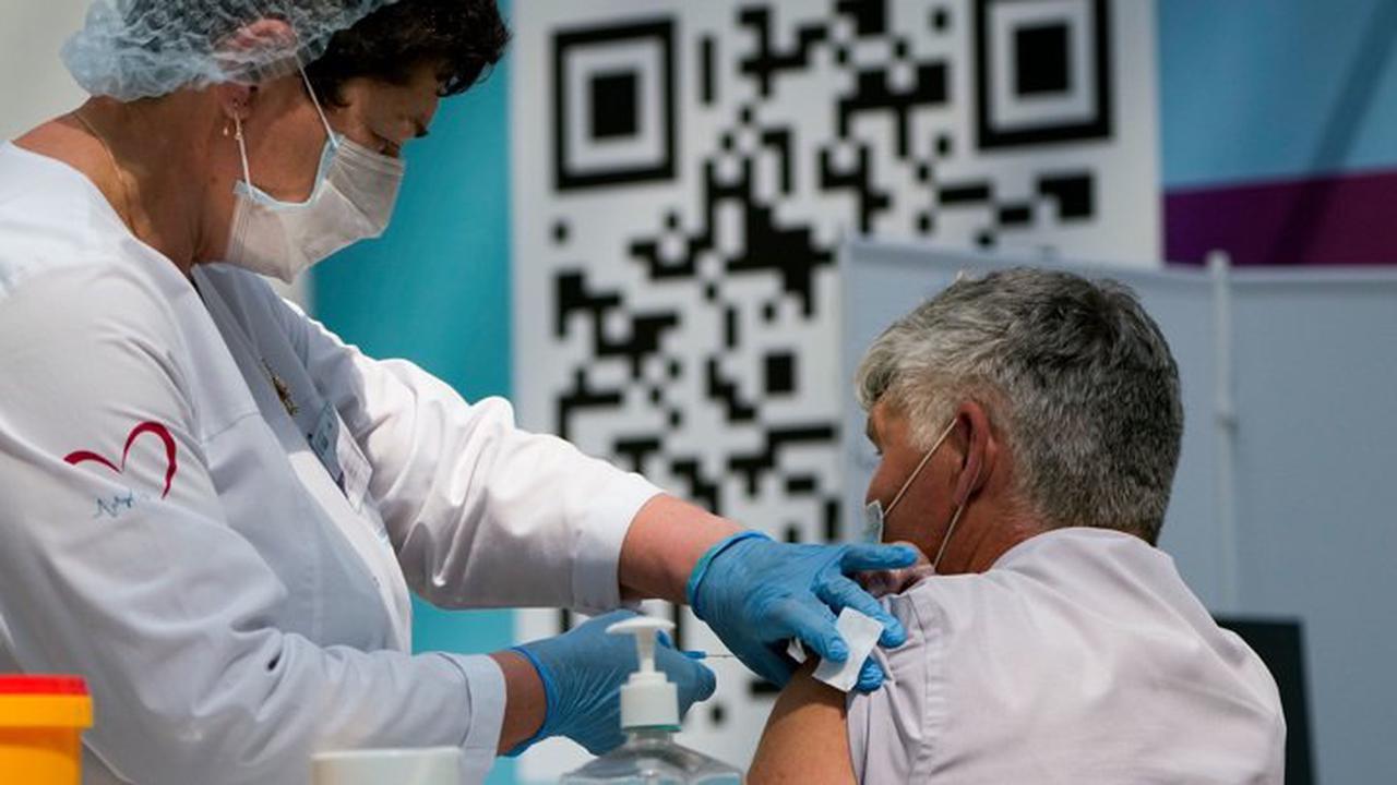 В Роспотребнадзоре рассказали об особенностях вакцинации пожилых людей